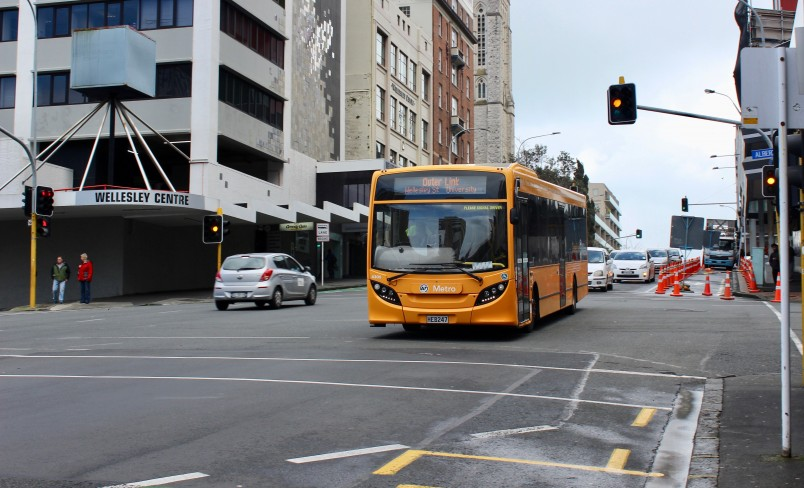 OuterLink-Bus-Around-Auckland-2_0.jpg